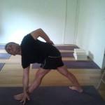 טונוס לשרירי הרגליים, משחררת כאבי גב, ופותחת את החזה