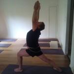 עוזר לנשימות עמוקות, ומשחרר את הנוקשות בכתפיים ובגב