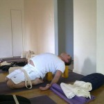 שחרור שרירי יריכיים, אגן וגב תחתון, וחיזוק מערכת העיכול